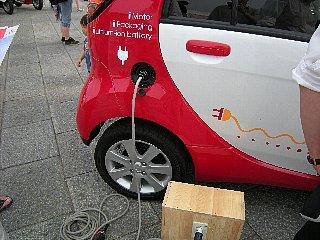 充電プラグはガソリン位置が自然かな