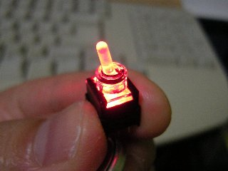 ちなみに、LED端子とスイッチ端子は独立してます